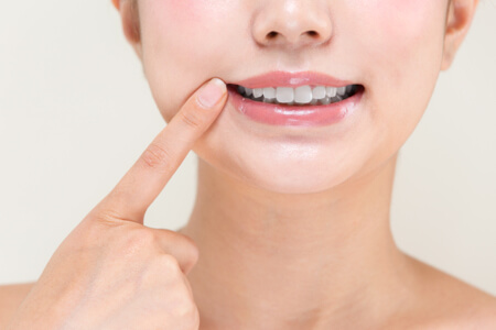Regular proper oral hygiene and healthy teeth also prevent halitosis.