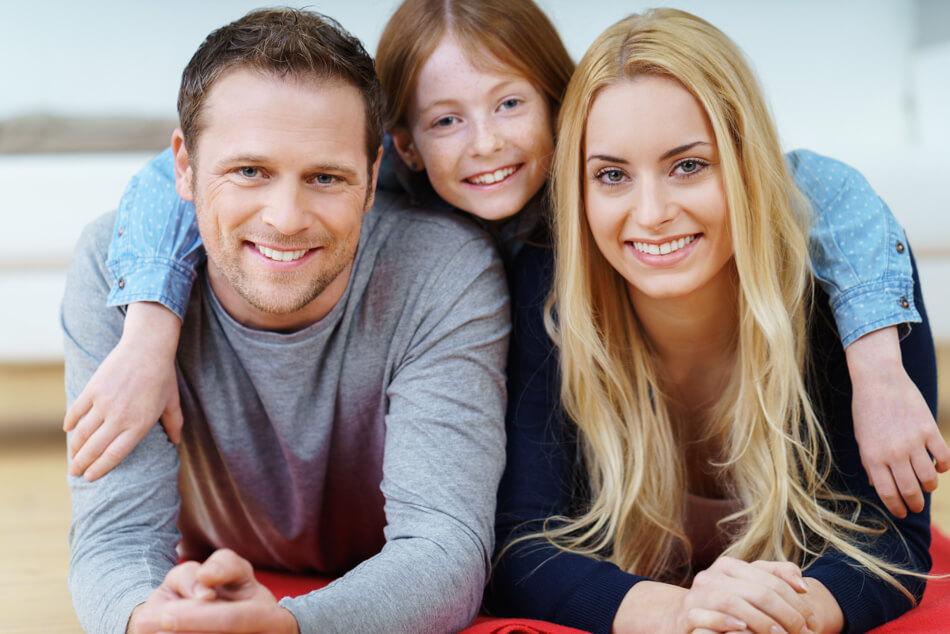Mit den richtigen Tipps zur Mundhygiene hat die ganze Familie auf Dauer gesunde Zähne.